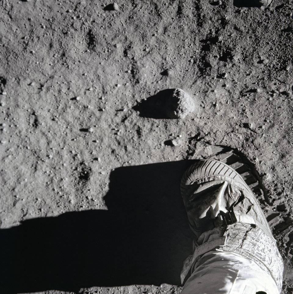 Buzz Aldrin's boot leaves a sharp imprint in the lunar soil. The surface is composed of rock fragments — most no bigger in width than the fi nest of human hair — that have been broken off larger rocks during meteorite impacts, and then broken into smaller and smaller pieces in subsequent impacts.