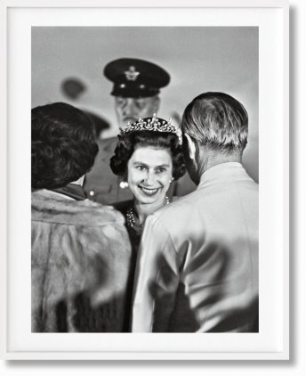 Her Majesty. Vivienne Westwood Edition No. 1–500. Harry Benson 'Royal Greeting' (Limited Edition)