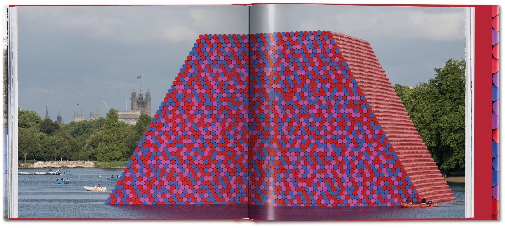 ... Christo and Jeanne-Claude. Barrels and The Mastaba 1958–2018 - image 8  ...
